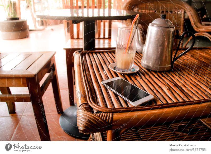 Holz- und Rattanmöbel als sommerliches Wohnthema, das nachhaltig und umweltfreundlich ist Holzmöbel Rattan-Möbel Sommerthema sommerliche Wohnkultur