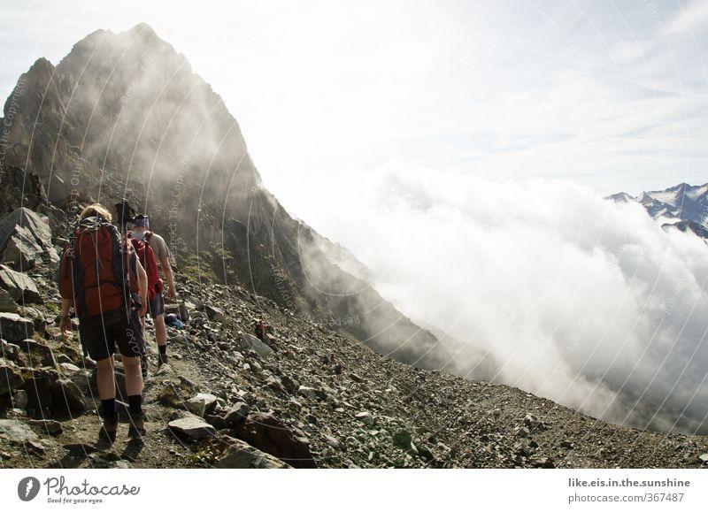 wanderlust III Frau Mann Ferien & Urlaub & Reisen Landschaft Wolken Erwachsene Ferne Umwelt Berge u. Gebirge Leben Freiheit Paar Felsen Freizeit & Hobby Nebel