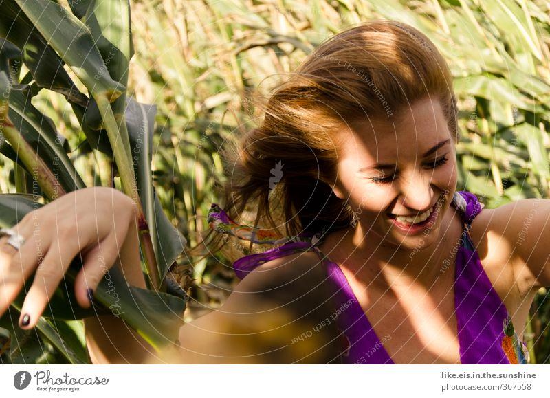 Schattenspiele Wohlgefühl Zufriedenheit Ausflug Abenteuer Sommer feminin Junge Frau Jugendliche 1 Mensch 18-30 Jahre Erwachsene Natur Feld Kleid Ring rothaarig