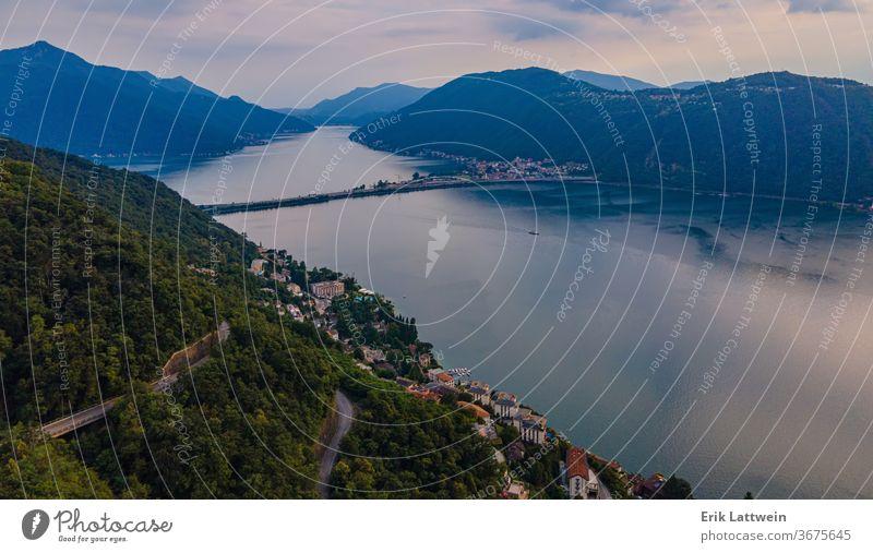 Luftaufnahme über dem Luganersee in der Schweiz - Abendansicht Antenne Alpen schön blau Großstadt Europa grün See Landschaft Lugano Berge u. Gebirge Natur