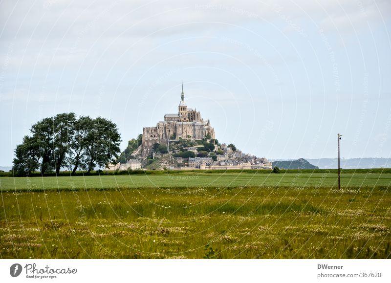 Le Mont-Saint-Michel Ferien & Urlaub & Reisen Tourismus Sightseeing Insel Architektur Landschaft Wiese Berge u. Gebirge Kirche Dom Burg oder Schloss Turm
