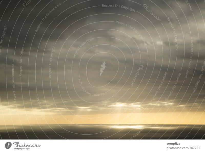 Atlantic Wasser Ferne Meer Sonne Wolken Sonnenuntergang dunkel Gewitter Gewitterwolken Lichtblick Sonnenstrahlen Küste bizarr Apokalypse Loch Sonnenfleck
