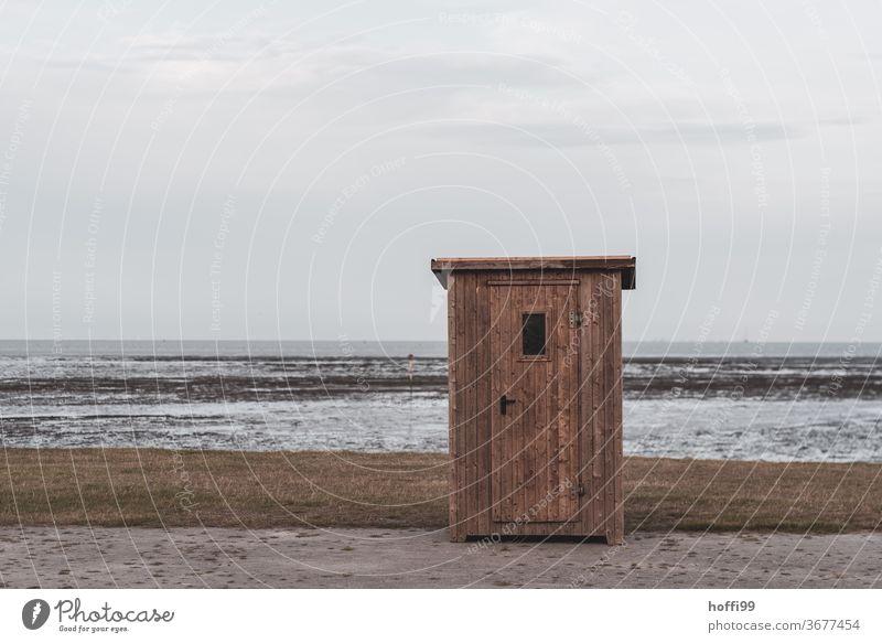 die kleine Hütte am Meer bei Ebbe und Flut Idylle minimalistisch Strand Sommer Seeufer Nordsee Erholung ebbe und flut Insel Schlick Schlamm nass Gezeiten Natur