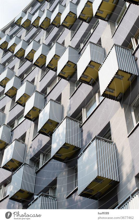 Balkonen Balkone, Balkone Gebäude Fassade urban 50ger Jahre Nachkriegsarchitektur Wiederaufbau Bremen Fenster Haus Stadt Großstadt Außenaufnahme Außenseite