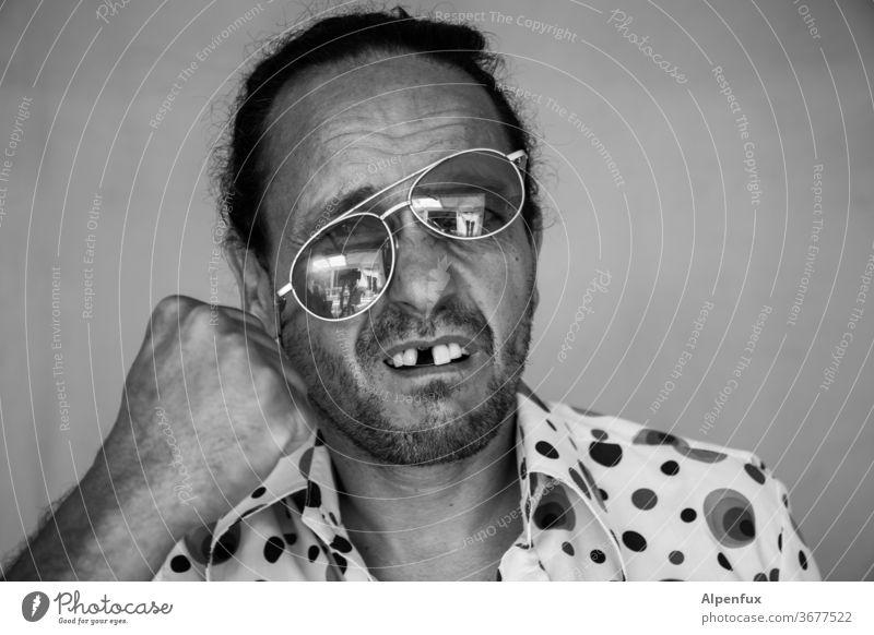 Schlagerwettbewerb verloren Mann Männlichkeit schlägerei Wut Gewalt maskulin schlagen Angst Hass Schmerz Porträt Mensch Erwachsene Gesicht Faust Boxen Zahnlücke