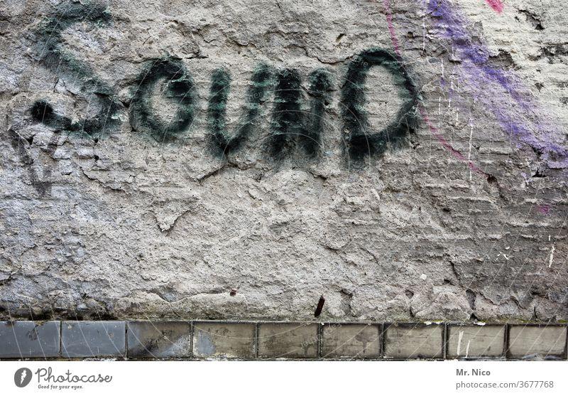 Graffiti - hören statt sehen Wand Fassade Schriftzeichen Mauer Gebäude Symbole & Metaphern Subkultur dreckig Vergänglichkeit gesprüht abstrakt Sound
