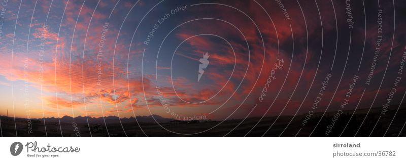 Sonnenuntergang am Roten Meer blau rot Ferien & Urlaub & Reisen Wolken Ferne Herbst Berge u. Gebirge Stimmung groß frei Abenddämmerung Panorama (Bildformat)