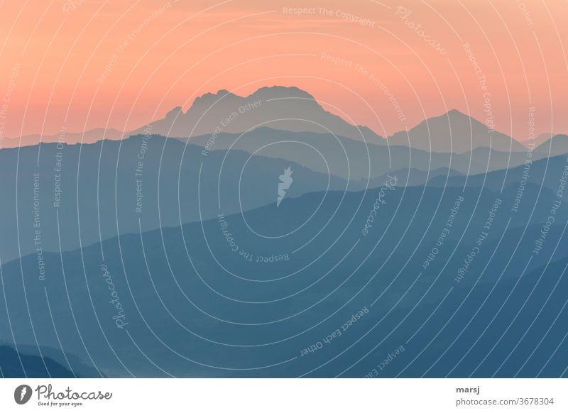 Sanfter Start in eine neue Woche Sonnenaufgang Sonnenuntergang Berge u. Gebirge Natur Alpen Sonnenlicht Außenaufnahme Morgen Licht Kontrast mehrfarbig