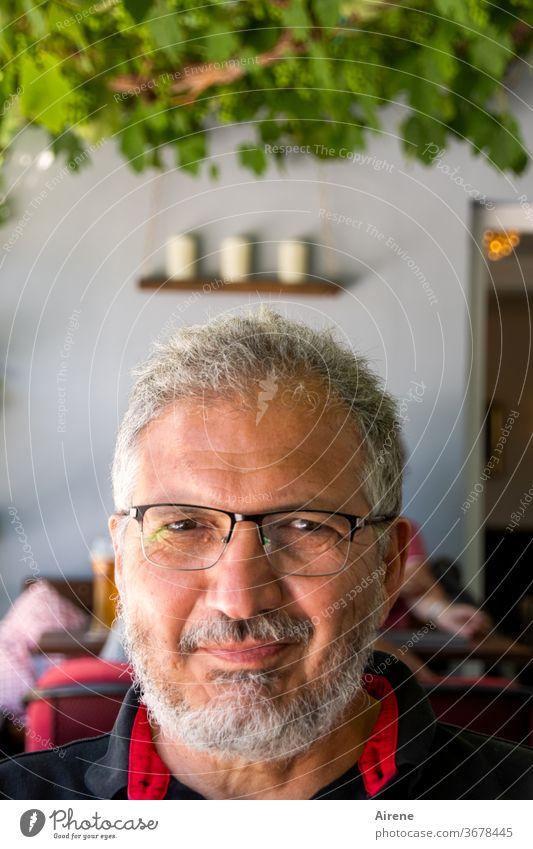 Lieblingsmensch | im Urlaubsmodus Mann Porträt Erwachsener Senior Bart braungebrannt Freizeit Brille erholt entspannt Sommer Sommerurlaub Männlicher Senior
