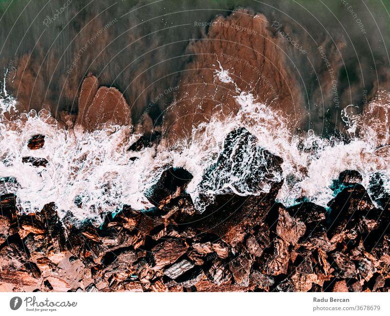 Luftaufnahme Seelandschaft, Meereswellen, Felsen-Drohnen-Fotografie Hintergrund Wellen MEER Antenne Felsstrand Strand felsig abstrakt Dröhnen Ansicht Wasser