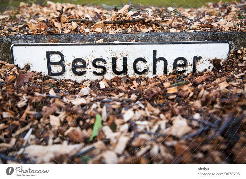 "zugeschüttetes Schild  ""Besucher "" , Besucherparkplatz Schilder & Markierungen verschüttet Blechschild Schriftzeichen Hinweisschild Parkplatz Geschäft Firma"