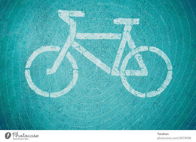 Fahrrad-Wegweiser , Nahaufnahme . Getönt Regie Mitfahrgelegenheit Sicherheit Verkehr Transport Zyklus Route Rad Radfahrer Fahrspur weiß Gesundheit Linie Straße