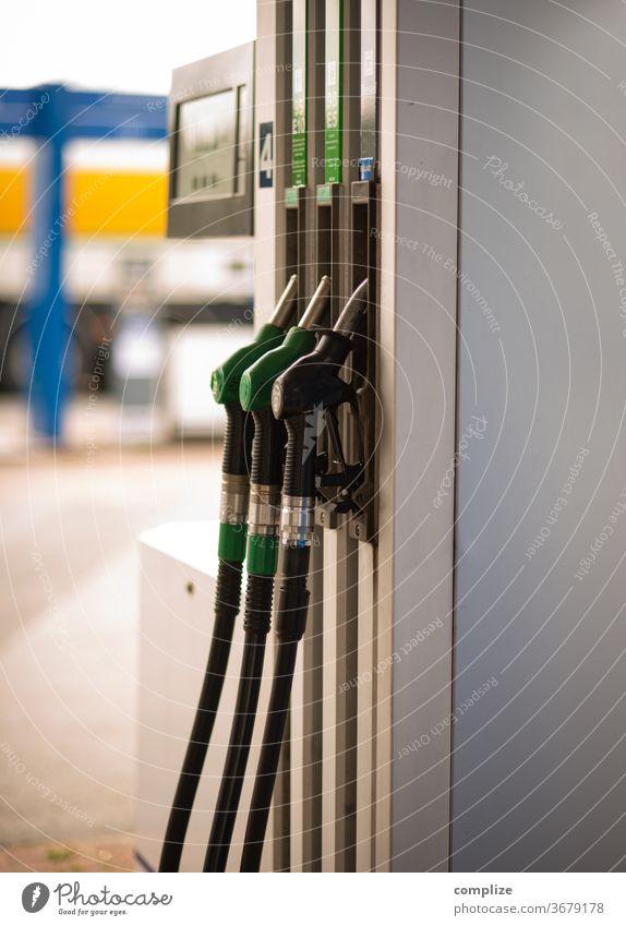 Zapfsäule Tankstelle tanken Benzin benzinpreis Erneuerbare Energie Benzintank Diesel Pkw verkehr lkw tankrüssel