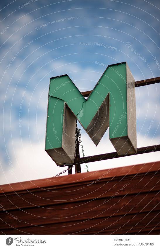 Buchstabe M - Leuchtreklame Buchstaben Neonlicht neonreklame Vintage retro ABC türkis Werbung Lampe Werbeschild Reklame reklameschild