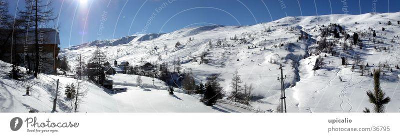 Schneebedeckte Berge Schnee Berge u. Gebirge Landschaft glänzend groß Spuren Hütte Panorama (Bildformat)