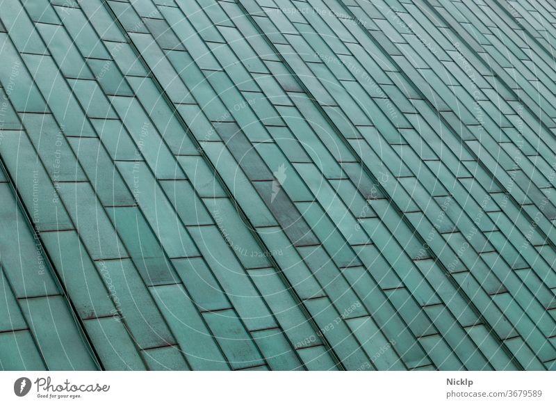 Kupferdach mit Grünspan Patina aus rechteckigen Kupfer Blechen verwittert Strukturen & Formen Architektur Architekturfotografie Fassade abstrakt angelaufen