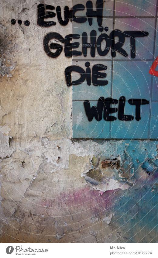 Wem gehört die Welt ? grafitti Grafitti Wand Mauer Graffiti Schriftzeichen Fassade Gebäude Fliesen u. Kacheln Symbole & Metaphern abstrakt dreckig Subkultur
