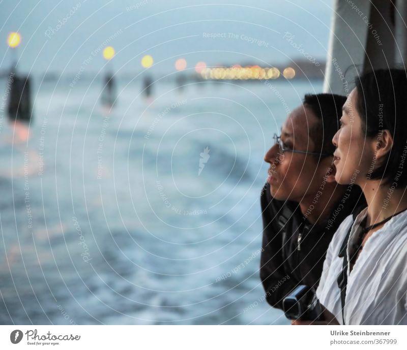 Viewing Venice 2 Mensch Frau Mann Jugendliche Ferien & Urlaub & Reisen Junge Frau Erwachsene Junger Mann Leben feminin Gefühle Kopf Paar Freundschaft