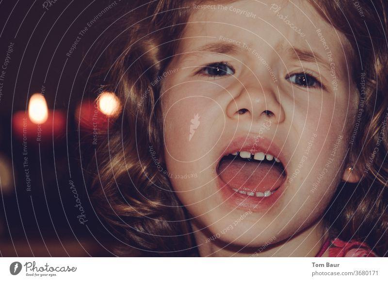 Wo sind meine Geschenke... Mädchen Portrait Gesicht Kind Auge Kindheit Blick Advent Weihnachten & Advent Fragender Blick Enttäuschung 3-8 Jahre