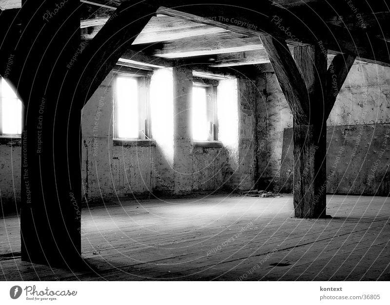 licht im fenster alt Fenster Raum historisch Balken
