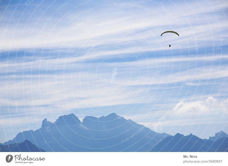 hoch hinaus Gleitschirmfliegen Himmel Freiheit Sport Freizeit & Hobby Luft Alpen Berge u. Gebirge ruhig Natur Erholung Sommer Zufriedenheit gleiten Wind
