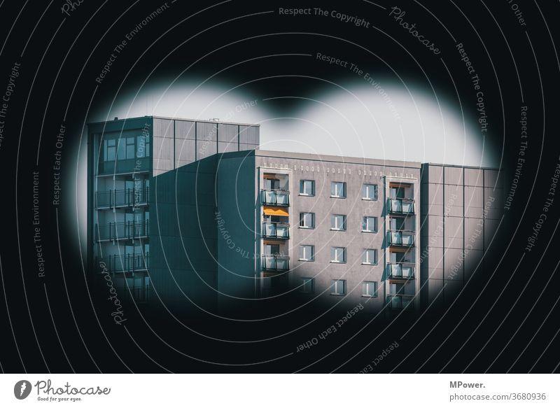 Überwachung Überwachungsstaat Fernglas Hochhaus zielperson Ziel Kontrolle konrtoll beobachten Dedektiv Sicherheit Wachsamkeit Überwachungskamera Balkon