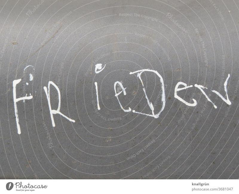 Frieden Graffiti Schrift Buchstaben Schriftzeichen Großbuchstaben Wort Text Typographie Tag Kommunikation Farbfoto Menschenleer Kommunizieren