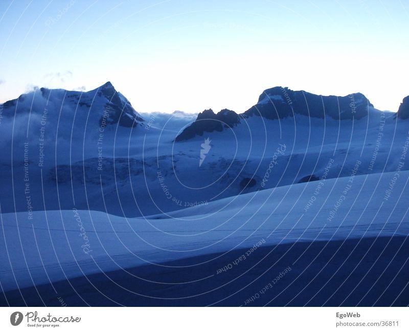 Eislandschaft Natur schön Himmel weiß blau Wolken dunkel kalt Schnee Berge u. Gebirge Freiheit Landschaft Eis groß Zeit hoch