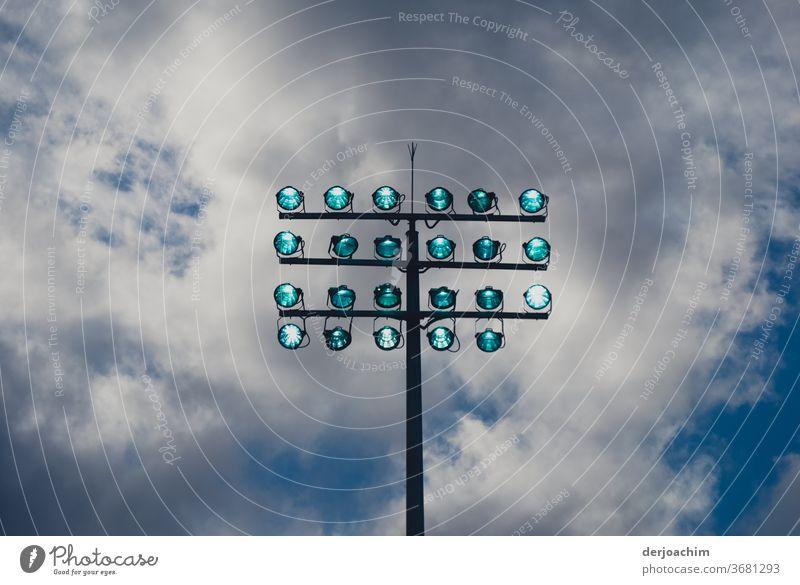 """Licht aus """" Spot"""" an Licht & Schatten Architektur blau Außenaufnahme Farbfoto Himmel Menschenleer Sonnenlicht Kontrast Tag Fassade Schönes Wetter Wolken hoch"""