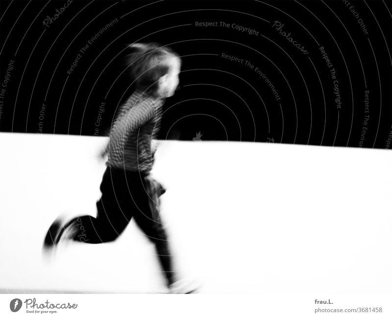 Lauf, kleiner Junge, lauf! Kind Kunst laufen Freude Spielen rennen Fröhlichkeit