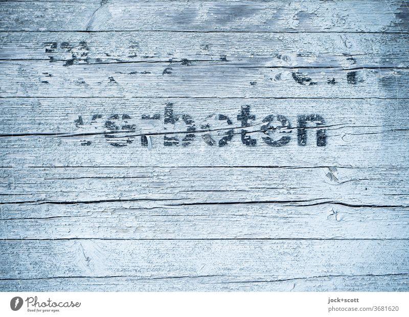 Plakatieren verboten Straßenkunst Wort Buchstaben Schablonenschrift Schreibstift Typographie einfach fest nah grau oben Akzeptanz Ordnung Ordnungsliebe