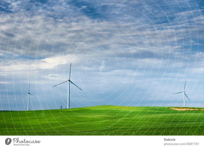 Windturbine auf dem Feld. Windkraft-Energiekonzept Erzeuger Turbine Industrie Elektrizität alternativ Landschaft Kraft grün Sauberkeit Natur regenerativ Umwelt