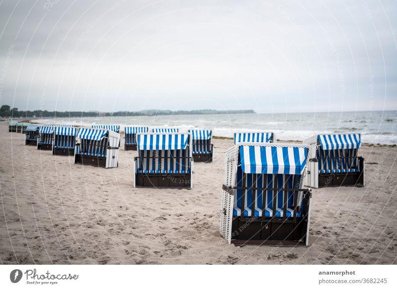 Strandkörbe an der Ostsee am frühen Morgen in Boltenhagen Meer Strandkorb Wellen Ferien & Urlaub & Reisen Sand Küste Erholung Sommer Himmel Wasser Tourismus