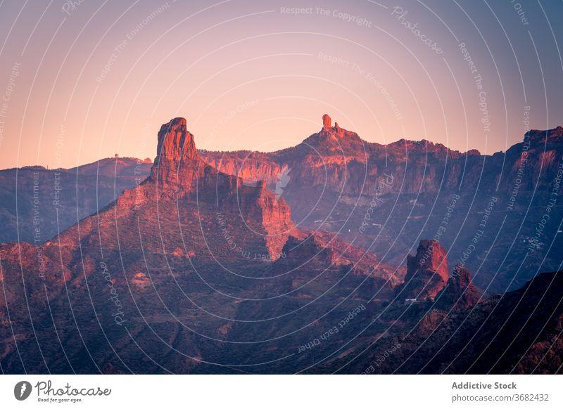 Atemberaubende Aussicht auf die Berge bei Sonnenuntergang Berge u. Gebirge leuchten Landschaft Felsen erstaunlich Himmel Abend Natur Gran Canaria Spanien