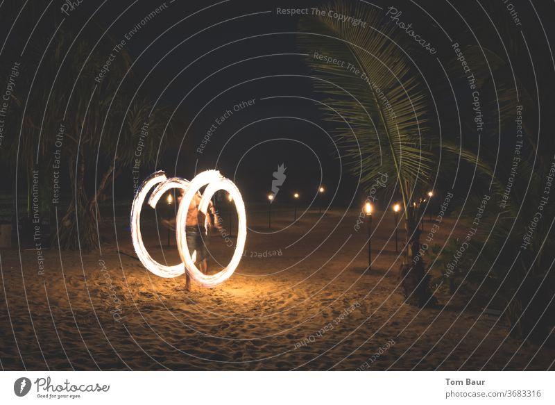 Feuerrad Thailand Strand Meer Asien Reisefotografie Krabi Erholung Paradies Wasser Ferien & Urlaub & Reisen jonglieren jongliert kreis brennen Nacht Strandkorb