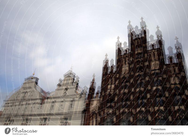 Stolze Fassaden historisch Historische Bauten Stadt Marktplatz Architektur Altstadt alt Menschenleer mehrfachbelichtung