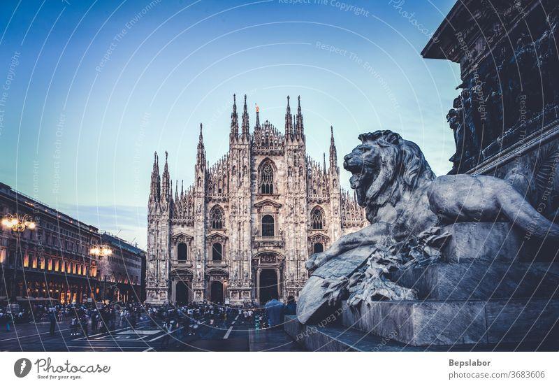 Löwe, Skulptur des Vittorio-Emanuele-II-Denkmals auf der Piazza Duomo, Mailand - Italien Vittorio Emanuele II Antiquität Architektur Kunst Schnitzereien