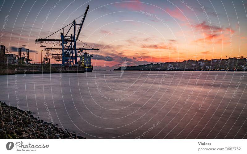 Hamburger Hafen zum Sonnenuntergang Blankenese Kran Elbe Abendrot Kai Anlegestelle