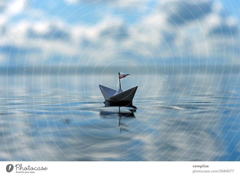 """Ein Schiff aus Papier glücklich Glück sorglos einsam"""" Einsamkeit Stille Freizeit & Hobby isoliert ausruhen Freiheitsdrang frei Ferien & Urlaub & Reisen"""