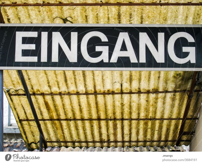 EINGANG Schriftzeichen Eingang Schilder & Markierungen Typographie verwittert gelb Dach alt