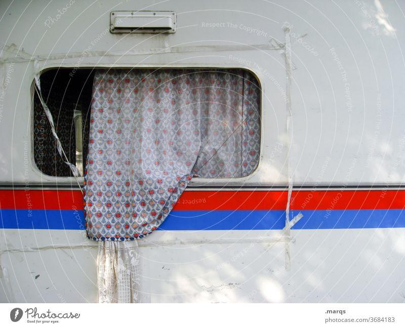 Belüfteter Wohnwagen Ferien & Urlaub & Reisen Camping Freizeit & Hobby Sommerurlaub Erholung Linie weiß außergewöhnlich Tourismus Lifestyle Fenster Streifen