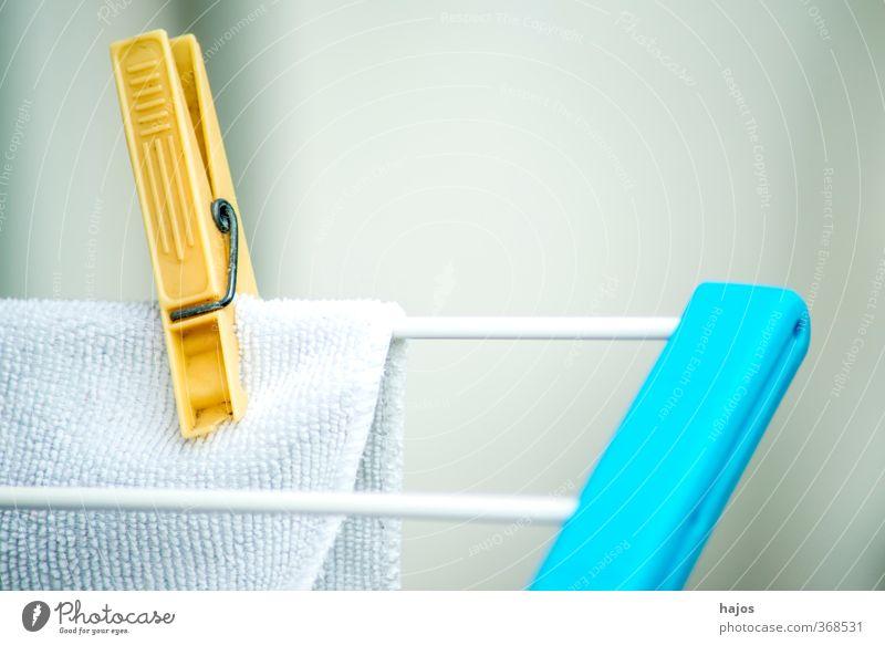 Wäscheklammer mit Wäsche Design hängen frisch weiß Wäscheklammern Klammer aufgehängt gewaschen Wäscheständer Haushaltsführung aufhängen Zubehör Hintergrundbild