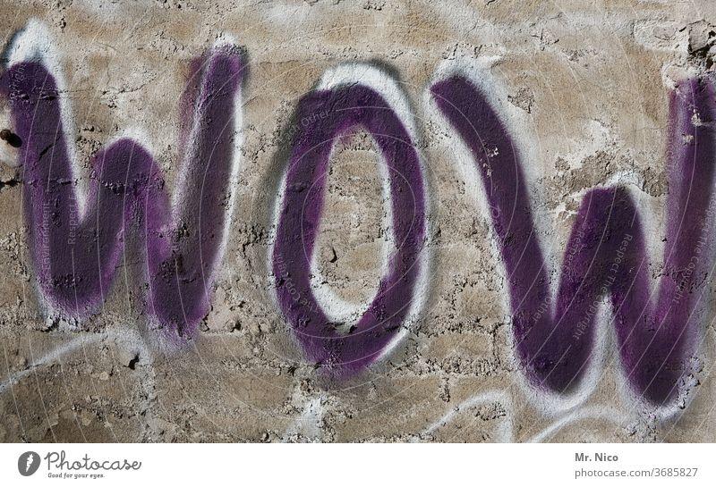 WOW Graffiti wow Wand Mauer Schriftzeichen Zeichen grau Freude Begeisterung Lebensfreude Glück Gefühle Stimmung Optimismus Umgangssprache Ausruf beeindruckend
