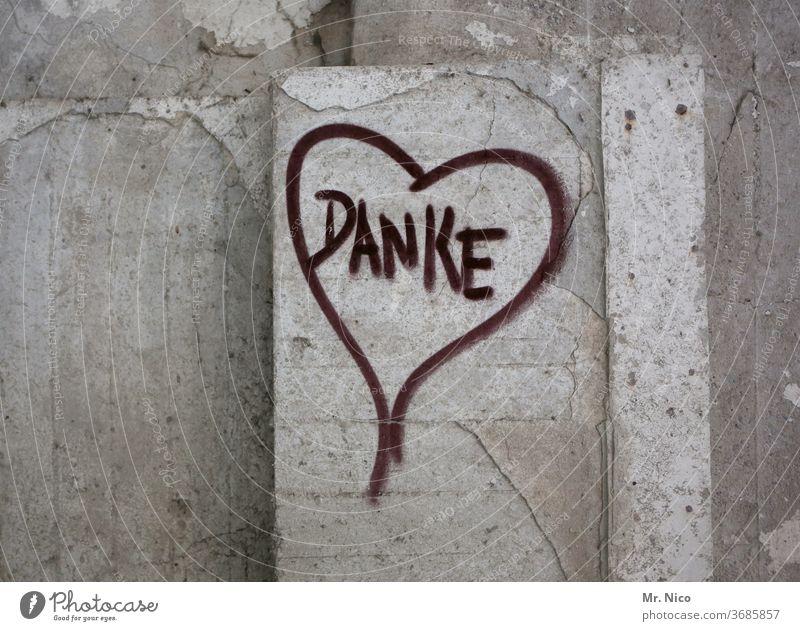 Danke danke schön danken Herz herzförmig Graffiti dankbar Schriftzeichen Freundschaft Wand Mauer Betonwand Liebe Zeichen Gefühle Sympathie Symbole & Metaphern