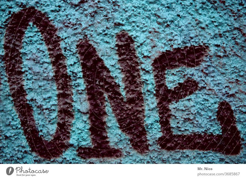 One one 1 Ziffern & Zahlen Schriftzeichen Buchstaben Graffiti blau schwarz eins Wand Fassade Nummer eins Mauer Schilder & Markierungen Englisch Detailaufnahme