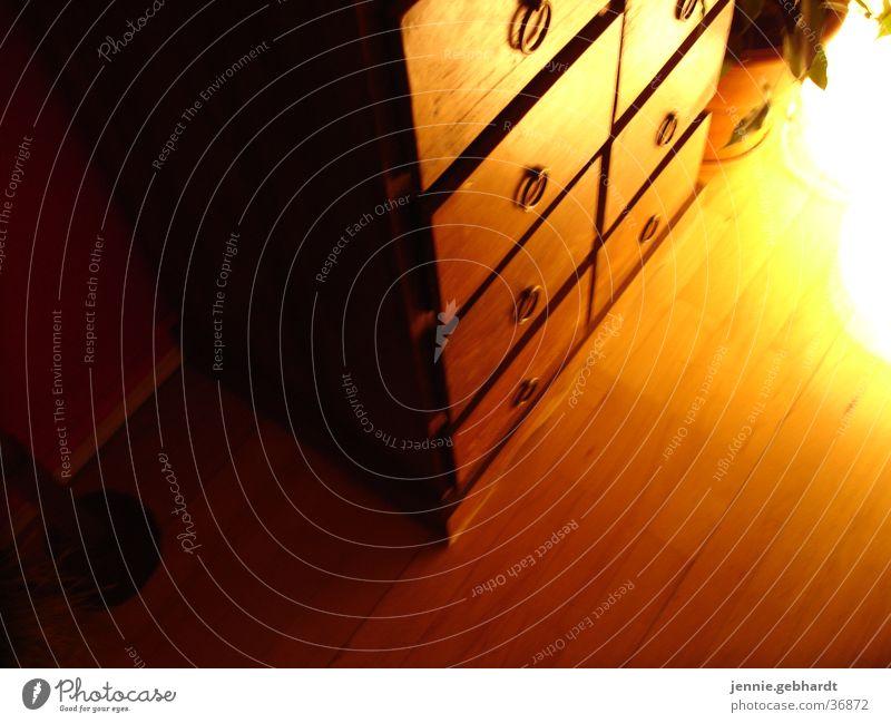 Kolonialstil Schrank Schublade Parkett Licht Wohnzimmer Esszimmer Bodenbelag Holz rustikal Möbel Häusliches Leben vollholz kolonialstilmöbel Kreis