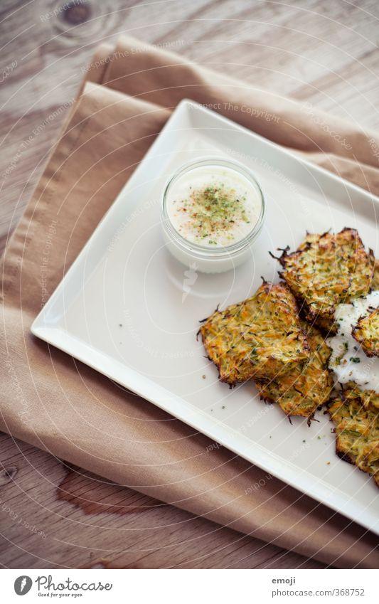 Zucchettitätschli Gesundheit Ernährung Gemüse lecker Teller Schalen & Schüsseln Mittagessen Vegetarische Ernährung Saucen Joghurt