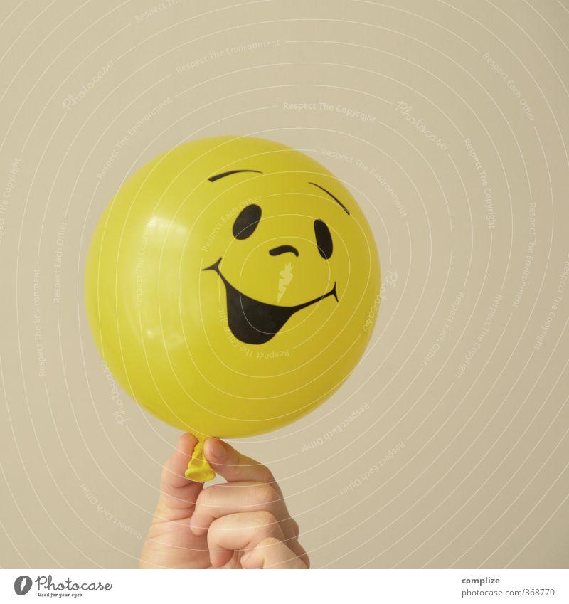 Lute Gaune! Kind schön Hand Freude gelb Gesicht Traurigkeit Spielen lachen Denken Feste & Feiern Kopf Party Freundschaft Haut Tanzen