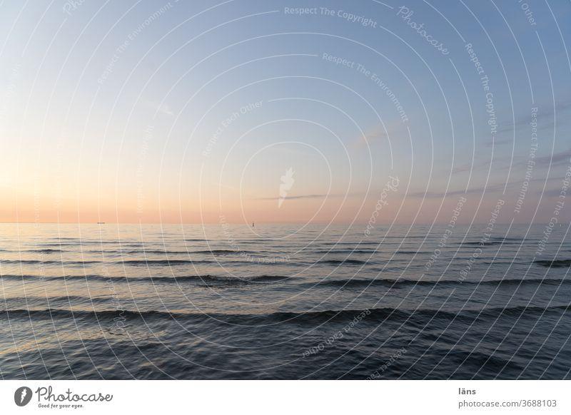 Sommer am Meer Ostsee Ferien & Urlaub & Reisen Himmel Horizont Erholung Küste blau Menschenleer Wellen ruhig Natur Ferne Außenaufnahme Tourismus Sonnenuntergang