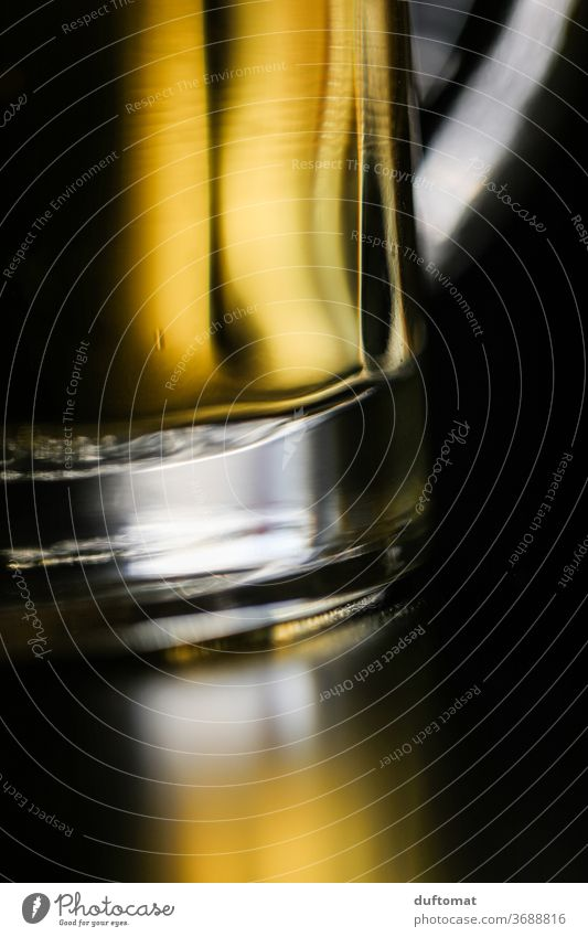 Nahaufnahme eines Bierglases Krug Prost Getränk Glas trinken Alkohol Erfrischungsgetränk Bierkrug Feste & Feiern Durst Alkoholsucht Schwache Tiefenschärfe